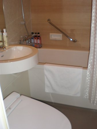 Hotel Keihan Kyoto Grande: Well stocked bathroom