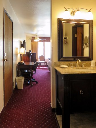 Hotel Seward: Deluxe King room with fireplace and private bath