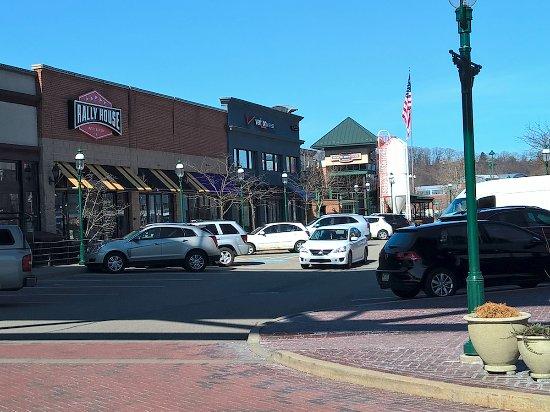 Homestead, Pensilvania: Nice village of stores and restaurants
