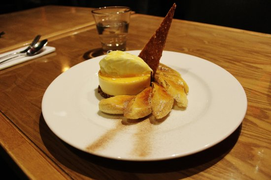 Rivervale, Australia: Caramelised banana crumble,honeyed custard and cinnamon sugar