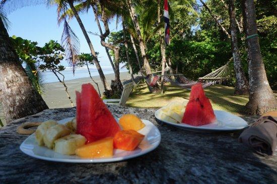 La Leona Eco Lodge : Breakfast on the beach