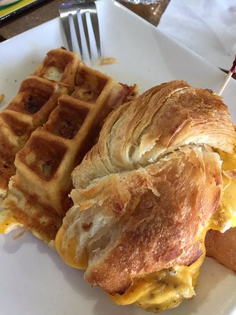 San Bruno, Californien: Breakfast Melt and Cheese Waffle