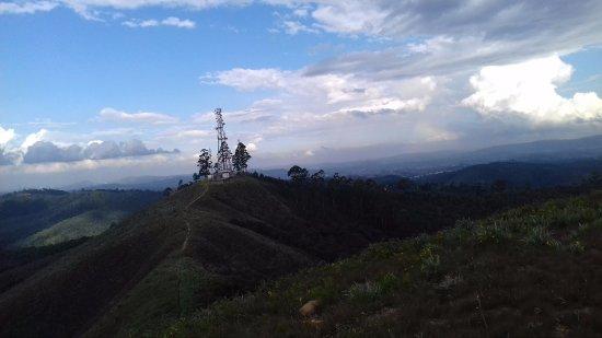 Varzea Paulista, SP: trilha da antena, 1050 metros de altura