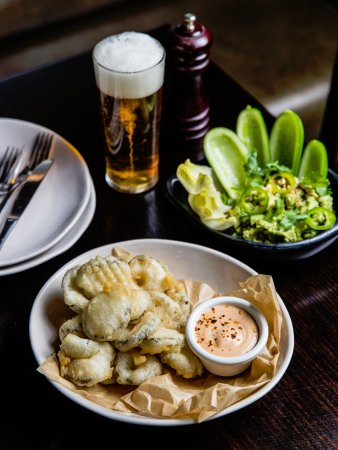 The Sugarmill Hotel : Potts Point Hotel- Fried McClure's Pickles