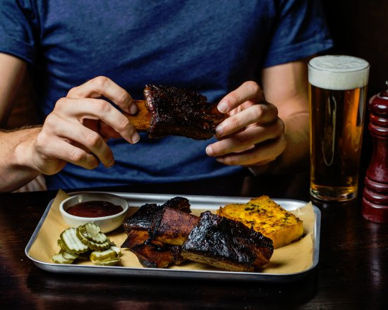 Greater Sydney, ออสเตรเลีย: Potts Point Hotel - Sticky Beef Spare Ribs