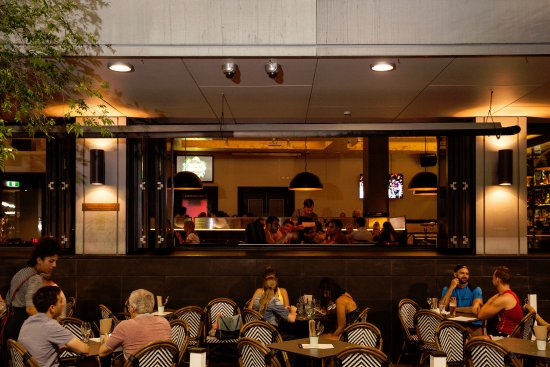 Greater Sydney, ออสเตรเลีย: Potts Point Hotel - Outdoor Dining Area