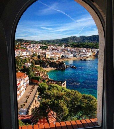 Hotel Sant Roc: View of Calella de Palafrugel from the top floor bedroom