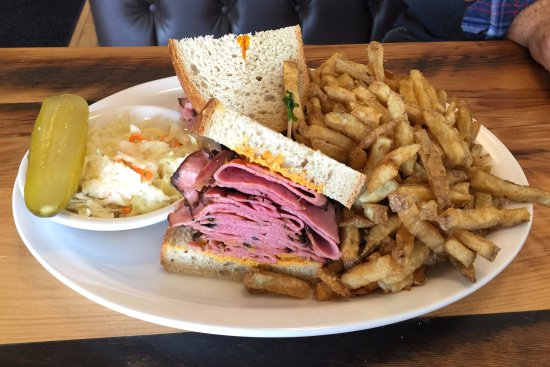 Aurora, Canada: Smoked Meat on Light Rye Platter