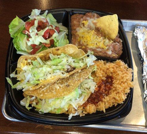 Woodland, Kaliforniya: Taco combo plate