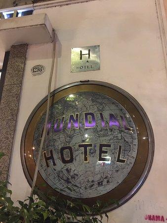 Hotel Mundial: El mejor hotel para un presupuesto que ronda los 50 dólares. Resérvalo con desayuno que es exqui