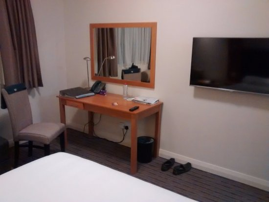 Premier Inn Dubai Investments Park Hotel: Another view of room