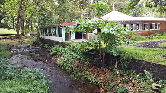 Restaurant Anses Des Cascades Le Vu De L Extérieur