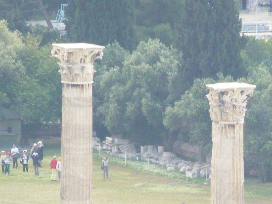 Temple of Olympian Zeus: 此神殿可看點是:柯林斯式的柱頭