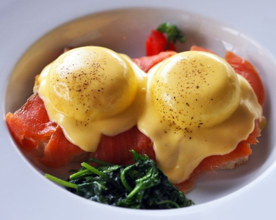 Cafe DMP : Eggs Benedict Salmon