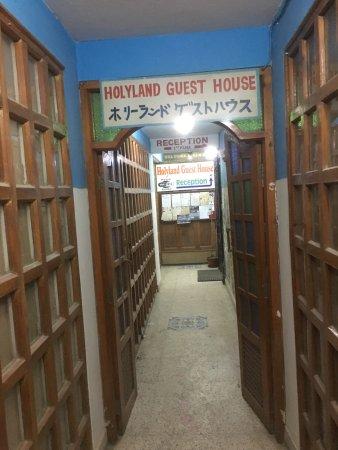 Holyland Guest House: 入り口