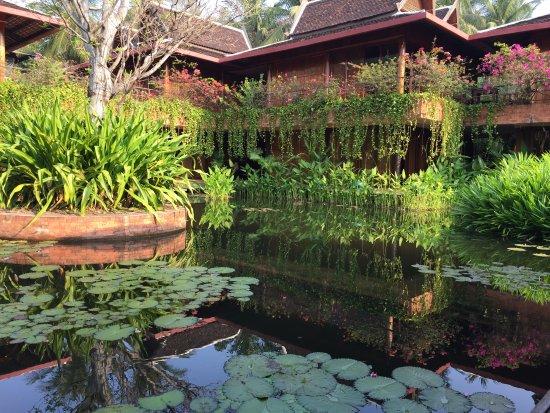 Angkor Village Hotel: einer von 2 Wasserteichen