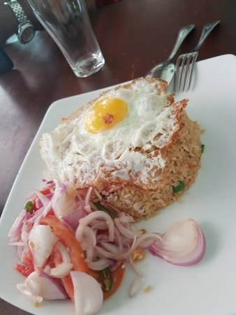 Kegalle, Sri Lanka: They called this Nasi Goreng. Not tasty at all.