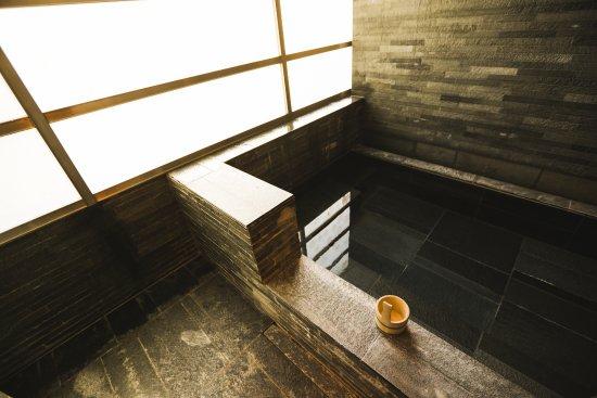 Four Seasons Hotel Tokyo at Marunouchi: Onsen-style Bath