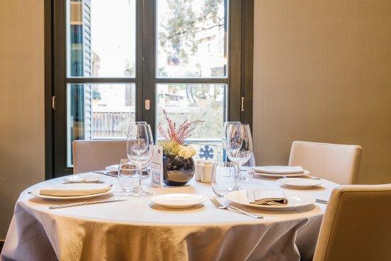 Ascent Restaurant: Junto a los balcones que dan al Portal de l'Àngel, en el centro de Barcelona.