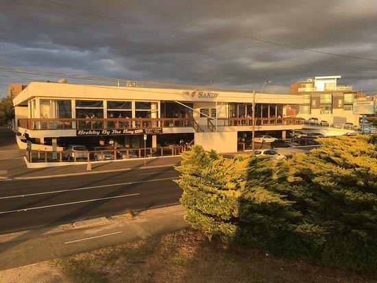 Sandringham, Australia: このホテルのレストランの方へ、行きました。 ビーチサイドのレストランですが、ファミリー用と大人専用が完全に別れてます。 ファミリー用は、完全にファミリーレストランで、子供の遊び場遊具などがあり