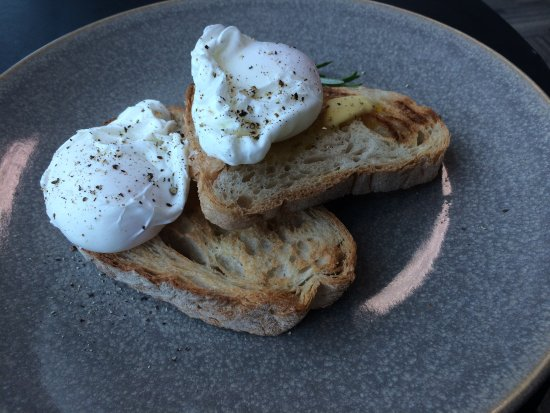 The Batch Cafe : eggs on toast