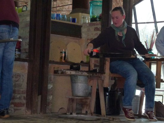 Petershagen, Tyskland: A course in glass craft