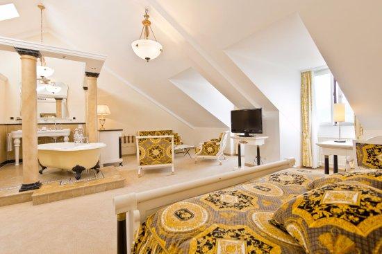 Hotel Seeburg Luzern: Designer Juniorsuite Versace