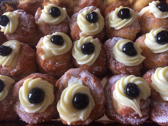 Ischitella, Italia: Pasticceria fantastica! Ci sono stata, tra le altre volte per la festa del papà e... beh queste
