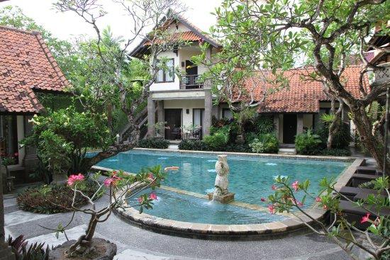 Puri Mesari Hotel & Suites: Unsere Aussicht von der Terrasse.