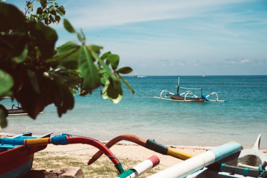 Puri Mesari Hotel & Suites: Strand nur einige Gehminuten entfernt.