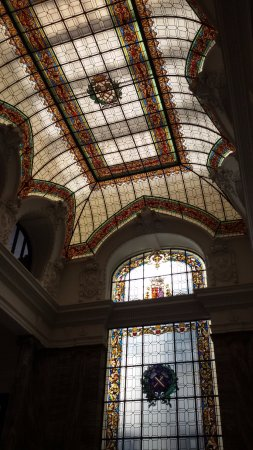 Museo Geominero: Luminarias de la escalera de acceso a las salas