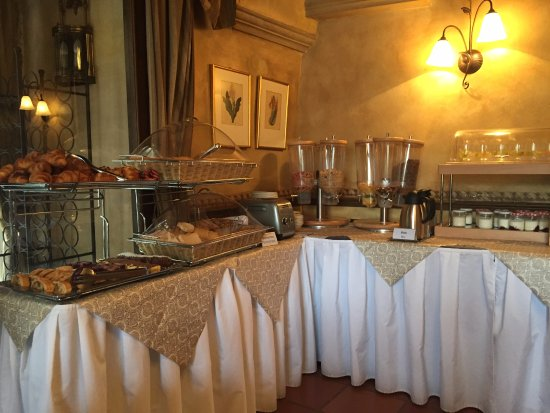 Hotel Pod Vezi: extensive breakfast buffet. cereals, yogurts, bread and pastries.