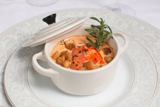 Gouvieux, France: Œuf et homard en cocotte au doux parfum de sarriette