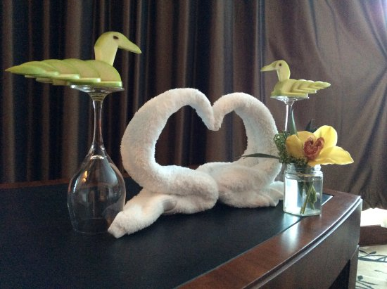 Fairmont Bab Al Bahr: Roy made sure we enjoyed our stay, & made us swan-shaped apples & towels!! Thank you Roy xx