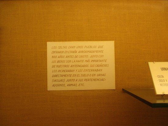Атьенса, Испания: Cartelería anticuada en formato y contenido