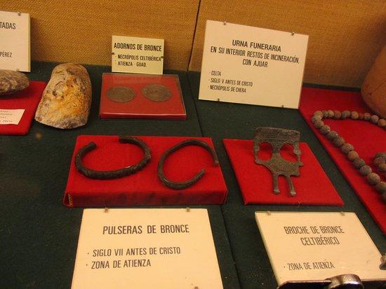 Parte de la colección arqueológica de la Iglesia de San Gil (Atienza)