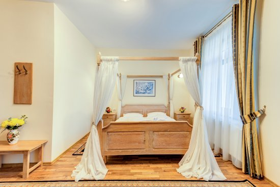 Sebes, Roumanie : Deluxe double room with baldaquin bed