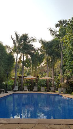 La Palmeraie d'Angkor: piscine très propre et calme