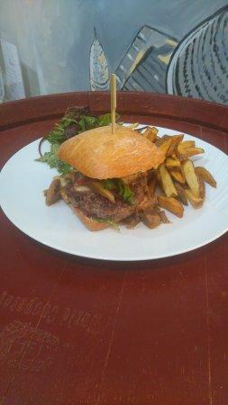 Marsac-sur-l'Isle, فرنسا: Hamburger d'Olivier