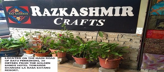 Raz Kashmir Crafts: ON THE MAIN ROAD BT FERRINGHI, 30 METRES FROM GOLDEN SANDS/RASA SAYANG RESORT