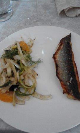 Gallicano nel Lazio, Włochy: Filetto di spigola con finocchi e puntarelle all'arancia