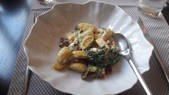 Gmunden, Austria: Gnocchi mit Parmesan und Spinat und Feta und Tomaten