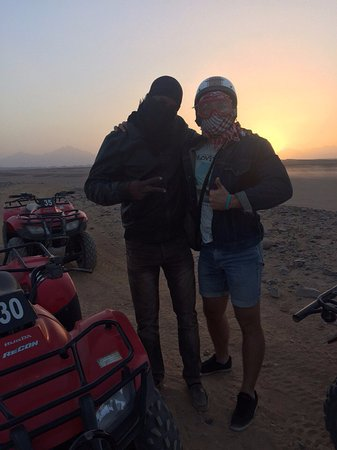 Safari Sahara  - Hurghada Sunset Desert Tour : классный мужик!