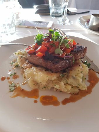 Mount Dandenong, Australia: 250g Scotch fillet served with crushed potatoes & pepperonata