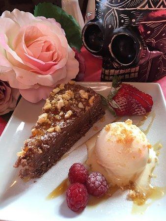 Deal, UK: Chocolate & Pralin surprise dessert