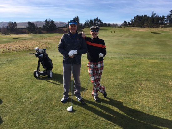 Auchterarder, UK: 1st Tee. Yes I did wear those trousers for a bet