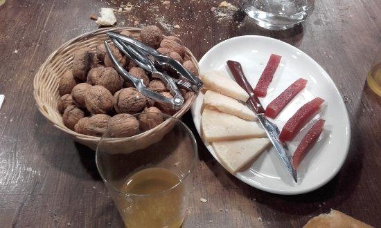 Hernani, España: Queso con membrillo y nueces