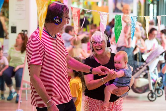 Gulbenkian Theatre : A family enjoying the Boogie Woogie Baby - daytime disco at bOing! International Family Festival