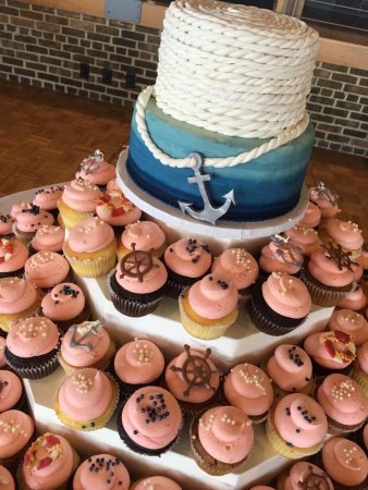 Whitewater, WI: Nautical wedding cake