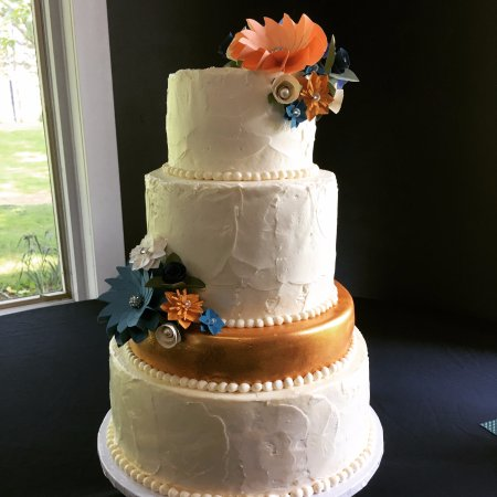 Whitewater, WI: Beautiful wedding cake with rustic texture and modern gold